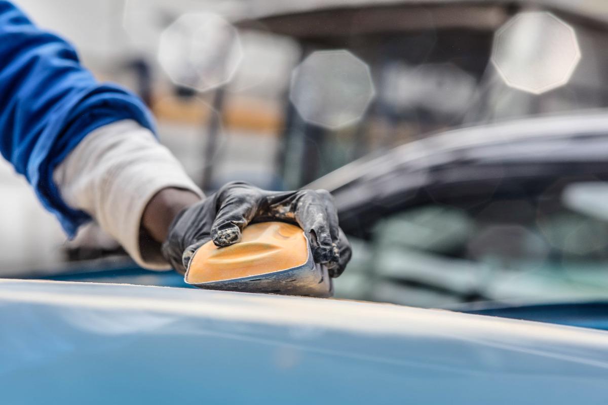 Remise en état la carrosserie d'un véhicule